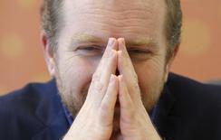 Совладелец аптечной сети 36,6 Тимур Шакая дает интервью в офисе Рейтер в Москве. 23 апреля 2015 года. Аптечная сеть 36,6 сообщила в пятницу о завершении объединения с A.v.e Group, с которой их связывают общие акционеры, через допэмиссию акций, в результате которой A.v.e внесла свои активы, а дополнительно полученные средства в размере 2,3 миллиарда рублей пошли на погашение долгов сети. REUTERS/Grigory Dukor
