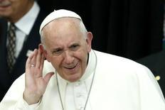 Papa Francisco ouve canto de crianças em Nova York.  25/9/2015.  REUTERS/Kena Betancur/Divulgação