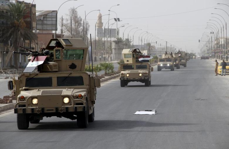 A convoy of Iraqi defense forces arrives near the town of Baiji September 7, 2015.   REUTERS/Stringer