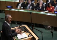 Президент США Барак Обама выступает на 70-й сессии Генассамблеи ООН в Нью-Йорке. 28 сентября 2015 года. Президент США Барак Обама объяснил санкции против России стремлением Запада защитить целостность и независимость Украины, но отверг намерение изолировать Москву и надеется на сотрудничество в урегулировании сирийского кризиса. REUTERS/Andrew Kelly