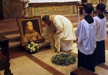 Quadro do frei Junipero Serra na Missão Basílica de Carmel.  23/9/2015.  REUTERS/Michael Fiala