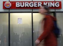 Qualium investissement, une filiale de la Caisse des dépôts, a annoncé lundi être en négociations exclusives pour la vente de la chaîne de restauration Quick au groupe Bertrand, actionnaire majoritaire de Burger King France. /Photo prise le 28 septembre 2015/REUTERS/Jacky Naegelen