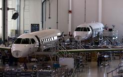 Linha de produção do jato Legacy 500, da Embraer, em São José dos Campos. 23/09/2015. REUTERS/Roosevelt Cassio