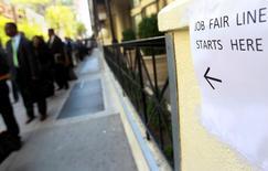 Le secteur privé aux Etats-Unis a créé 200.000 emplois en septembre, soit le chiffre le plus élevé depuis juin, selon l'enquête mensuelle du cabinet spécialisé ADP publiée mercredi. /Photo d'archives/REUTERS/Shannon Stapleton