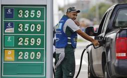 Posto de combustíveis BR no Rio de Janeiro. 10/12/2014. REUTERS/Ricardo Moraes