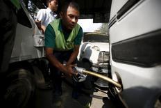 A worker fills petrol on a vehicle at the petrol pump in in Kathmandu, Nepal September 28, 2015.  REUTERS/Navesh Chitrakar