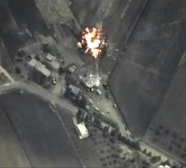 A frame grab taken from footage released by Russia's Defence Ministry September 30, 2015, shows precise airstrikes carried out by the country's air force on Wednesday, against Islamic State (IS) ground positions in a mountainous area in Syria.    REUTERS/Ministry of Defence of the Russian Federation