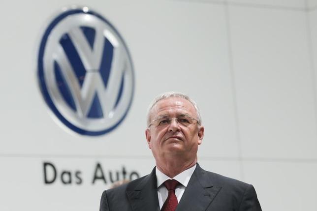 10月1日、フォルクスワーゲンのウィンターコルン前会長が、グループ関連企業4社の要職にとどまっていることが判明した。写真はハノーバーで4月撮影(2015年 ロイター/Wolfgang Rattay)