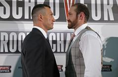 Boxing - Wladimir Klitschko & Tyson Fury Head-to-Head Press Conference - Hilton Syon Park, Brentford, Middlesex - 23/9/15 Wladimir Klitschko and Tyson Fury (R) go head to head during the press conference Action Images via Reuters / Andrew Couldridge Livepic