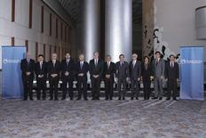 "Trade ministers from a dozen Pacific nations in Trans-Pacific Partnership Ministers meeting post in TPP Ministers ""Family Photo"" in Atlanta, Georgia October 1, 2015.  REUTERS/USTR Press Office/Handout"