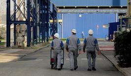 La production industrielle a rebondi plus que prévu en août (+1%) à la faveur de la reprise de l'activité des usines automobiles après leur fermeture annuelle de l'été. /Photo d'archives/REUTERS
