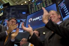 Pure Storage perd près 5% mercredi à Wall Street pour ses débuts en Bourse, reflétant les conditions de marché difficiles pour les IPO dans le segment des technologiques. /Photo prise le 7 octobre 2015/REUTERS/Brendan McDermid