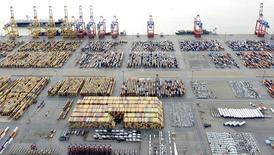 Contêineres em terminal portuário na cidade alemã de Bremerhaven.  08/10/2012    REUTERS/Fabian Bimmer