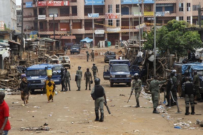 مقتل اثنين وإصابة 33 في اشتباكات في غينيا قبل الانتخابات