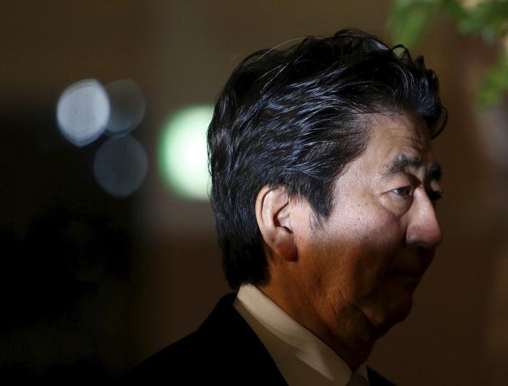 تصاعد خلاف في اليابان حول قاعدة جوية أمريكية قد يقوض شعبية آبي