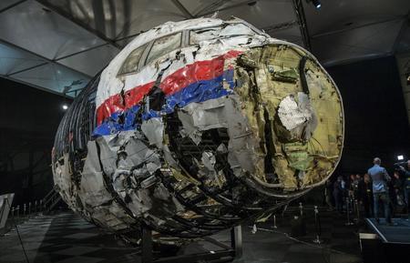 [Internacional] Rússia pede investigação internacional sobre queda de avião na Ucrânia ?m=02&d=20151013&t=2&i=1086656505&w=450&fh=&fw=&ll=&pl=&r=LYNXNPEB9C0KY