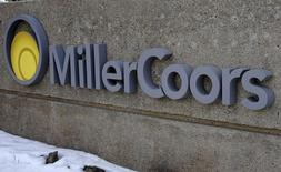 L'action Molson Coors Brewing est à suivre mardi à Wall Street, les investisseurs partant du principe que le rapprochement entre AB InBev et SABMiller signifie que le brasseur sera en mesure d'acheter la part de 58% de MillerCoors, une coentreprise détenue avec SABMiller aux Etats-Unis, qu'il ne possède pas. /Photo d'archives/ REUTERS/Rick Wilking