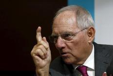 """El ministro de Finanzas alemán, Wolfgang Schaeuble, en una conferencia de prensa en la reunión anual del FMI junto al Banco Mundial, en Lima, Perú, 9 de octubre de 2015. El ministro de Finanzas de Alemania, Wolfgang Schäuble, dijo el martes que está descontento con el ambiente de tasas de interés bajas y llamó a un alza de los tipos """"más pronto que tarde"""". REUTERS/Mariana Bazo"""