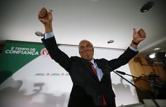 Líder o Partido Socialista português, Antonio Costa, discursa para simpatizantes depois do fechamento das urnas na eleição geral em Portugal. 04/10/2015 REUTERS/Rafael Marchante