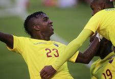 Bolaños comemora gol do Equador sobre a Bolívia em Quito.  13/10/2015. REUTERS/Guillermo Granja