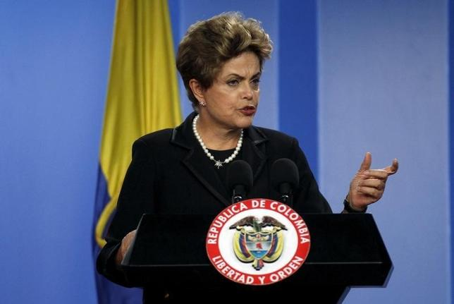 Brazil's President Dilma Rousseff speaks during a news conference after the bilateral meeting at the Narino Palace in Bogota, Colombia October 9, 2015. REUTERS/John Vizcaino