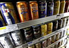 Japanese beer of brands such as Asahi, Kirin and Suntory are placed in a fridge at a store in Tokyo Octber 15, 2015.  REUTERS/Issei Kato