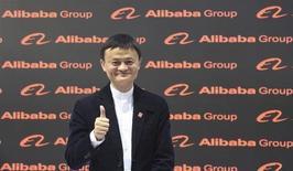 Jack Ma, fondateur et patron d'Alibaba. L'entreprise propose d'acquérir la totalité des actions de la société chinoise de streaming vidéo Youku Tudou, une transaction qui valoriserait l'équivalent chinois de YouTube à environ 5,2 milliards de dollars (4,55 milliards d'euros). /Photo prise le 16 mars 2015/REUTERS/Fabian Bimmer