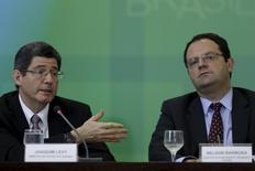 Ministro da Fazenda, Joaquim Levy (à esquerda), e o ministro do Planejamento, Nelson Barbosa, concedem entrevista coletiva em Brasília. 14/09/2015 REUTERS/Ueslei Marcelino