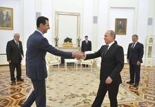 Президент России Владимир Путин (справа) и президент Сирии Башар Асад (слева) на встрече в Москве 20 октября 2015 года. Кремль в среду утром предал огласке состоявшийся накануне визит сирийского президента, ставший первой с начала кровопролития в 2011 году зарубежной поездкой Башара Асада, условия ухода которого обсуждают Запад и Россия, наносящие авиаудары в Сирии. REUTERS/Alexei Druzhinin/RIA Novosti/Kremlin