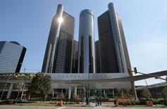 General Motors annonce un bénéfice hors exceptionnels de 1,50 dollar par action contre 55 cents il y a un an, un chiffre nettement supérieur au consensus de 1,18 dollar établi par Thomson Reuters I/B/E/S. /Photo prise le 17 septembre 2015/REUTERS/Rebecca Cook