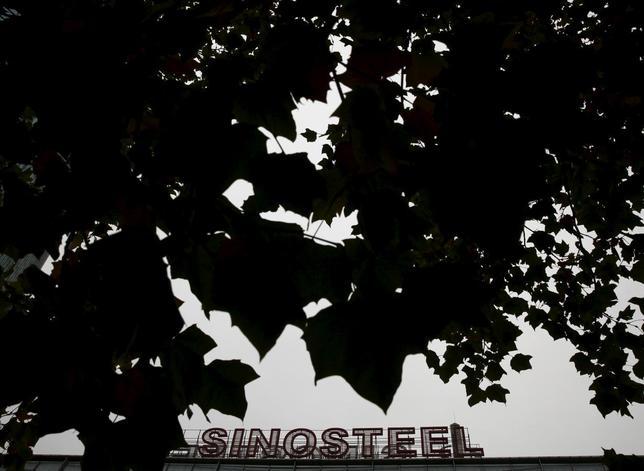 10月23日、中国政府は、事実上の債務不履行に陥っている国有資源商社・中国中鋼集団(シノスチール)をめぐり、救済か国有企業改革の断行か難しい選択を迫られている。写真は北京にあるシノスチール本社。10月撮影(2015年 ロイター/Kim Kyung-Hoon)