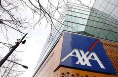 Axa, dont le chiffre d'affaires a progressé de 9% (à 76 milliards d'euros) sur les neuf premiers mois de l'année grâce à la baisse de l'euro, a subi au troisième trimestre une décollecte en gestion d'actifs sur fond de chute des marchés pendant l'été. /Photo d'archives/REUTERS/Mick Tsikas