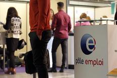 Le chômage en catégorie A (sans aucune activité) a reculé en septembre de 0,7%, soit 23.800 personnes, à 3.547.800 en métropole, selon les chiffres du ministère du Travail. Il s'agit de la plus forte baisse mensuelle depuis fin 2007. /Photo prise le 12 mai 2015/REUTERS/Charles Platiau