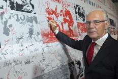 Franz Beckenbauer, que chefiou o comitê organizador da Copa do Mundo de 2006 na Alemanha, em Berlim. 06/08/2013 REUTERS/Thomas Peter