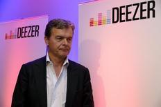 Hans-Holger Albrecht, directeur général de Deezer. Le leader français du streaming musical, qui espérait lever 300 millions d'euros, a annoncé mardi reporter son introduction en Bourse.  /Photo prise le 22 septembre 2015/REUTERS/Philippe Wojazer - RTX1RTIW