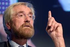 Peter Praet, miembro del comité ejecutivo del BCE, da un discurso en Bruselas, el 14 de enero de 2013. El Banco Central Europeo tiene el deber de usar todos los instrumentos a su disposición para lograr su meta de inflación o, de otro modo, se arriesga a perder credibilidad, dijo el miércoles el economista jefe de la entidad. REUTERS/Eric Vidal