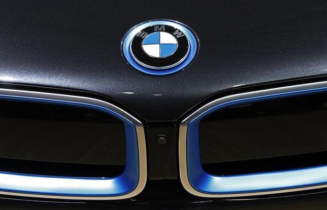 10月29日、独自動車大手BMWは燃料電池車の市場投入時期について、トヨタ自動車とのFCV開発提携関係終了後の2020年以降になるとの見通しを示した。写真は1月22日、ブリュッセルで(2015年 ロイター/Yves Herman)