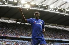 Ramires, do Chelsea, durante jogo contra o Manchester City, no Etihad Stadium, em agosto. 16/08/2015 REUTERS/Action Images/Carl Recine/Livepic