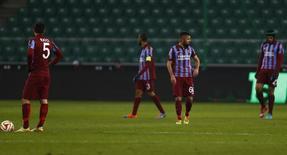 Jogadores do time de futebol turco Trabzonspor durante partida da Liga Europa, na Polônia.  11/12/2014       REUTERS/Kacper Pempel