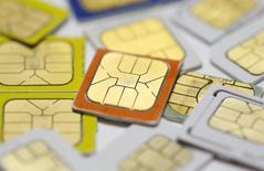 Le spécialiste des cartes à puce, Oberthur Technologies, annonce une hausse de 22,6% de son chiffre d'affaires sur neuf mois, grâce notamment aux marchés du paiement et des télécommunications ainsi qu'à une accélération de son activité au troisième trimestre./Photo d'archives/REUTERS/Dado Ruvic