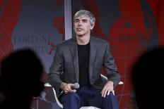 Larry Page, le très discret patron d'Alphabet, nouveau nom de la holding de tête du groupe Google, a donné quelques explications sur ce qui l'a poussé à réorganiser de fond en comble la société qu'il a créée avec Sergey Brin il y a près de 20 ans. Alphabet fonctionnera un peu comme une société de capital-risque, a-t-il précisé, et un peu comme la holding d'investissement Berkshire Hathaway du milliardaire américain Warren Buffett, qu'il a dit admirer. /Photo prise le 2 novembre 2015/REUTERS/Elijah Nouvelage