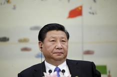 Председатель КНР Си Цзиньпин на конференции в Пекине. 3 ноября 2015 года. Китай может сохранить темпы роста экономики на уровне около 7 процентов в год в течение ближайших пяти лет, однако существует неопределенность в связи со слабым ростом мировой торговли и высоким уровнем внутреннего долга, заявил председатель КНР Си Цзиньпин, слова которого во вторник приводит информационное агентство Синьхуа. REUTERS/Jason lee