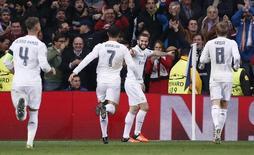 Jogadores do Real Madrid comemoram gol marcado contra o Paris St. Germain pela Liga dos Campeões. 03/11/2015 REUTERS/Juan Medina