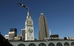 """Les électeurs de San Francisco ont rejeté une proposition de loi qui aurait limité les locations d'appartements et de maisons de courte durée présentée comme un référendum pour ou contre le site Airbnb. Le """"non"""" l'a emporté avec 55% des voix. /Photo prise le 5 mars 2015/REUTERS/Robert Galbraith"""