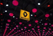 """Les administrateurs indépendants de Renault ont publié un communiqué pour rappeler que le conseil d'administration du groupe considère l'adoption des droits de vote doubles par l'Etat comme un facteur pouvant déstabiliser l'alliance avec Nissan. """"Le conseil considère cette alliance comme essentielle pour la pérennité de Renault et l'adoption des droits de vote doubles de nature à la déstabiliser"""", disent-ils. /Photo d'archives/REUTERS/Yves Herman"""