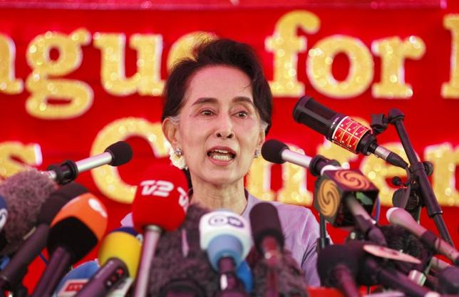 Myanmar's National League for Democracy Party leader Aung San Suu Kyi speaks to media about the upcoming general elections, during a news conference at her home in Yangon November 5, 2015. REUTERS/Soe Zeya Tun