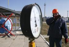 Датчик давления на украинской газокомпрессорной станции. 15 октября 2015 года. Киев внес очередную предоплату за российский газ в размере $24 миллиона, которых хватит до 10 ноября, сообщил Газпром со ссылкой на главу Газпрома Алексея Миллера. REUTERS/Gleb Garanich