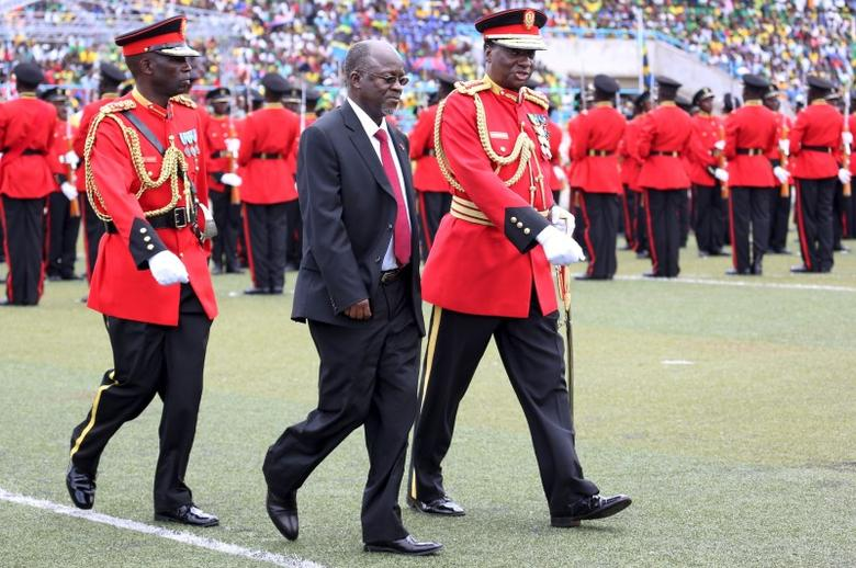 Tanzania's President-elect John Magufuli is escorted after inspecting a Tanzanian military guard of honour during his inauguration ceremony at the Uhuru Stadium in Dar es Salaam, November 5, 2015.  REUTERS/Emmanuel Herman