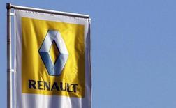 Renault est une des valeurs à suivre lundi à la Bourse de Paris. Vendredi, le conseil d'administration du groupe n'est pas parvenu à résoudre le conflit sur la répartition des pouvoirs au sein de l'alliance avec Nissan mais est tombé d'accord pour engager de nouvelles discussions et tenter de sortir de l'impasse. /Photo d'archives/REUTERS/Régis Duvignau