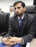 El ministro del Petróleo de Emiratos Arabes Unidos, Suhail bin Mohammed al-Mazroui, escucha preguntas de periodistas antes de una reunión de la OPEP, en Viena, 31 de mayo de 2013. Los precios globales del petróleo iniciarán una corrección alcista en el 2016, ya que los mercados han comenzado a reequilibrarse, dijo el lunes el ministro de Energía de Emiratos Arabes Unidos (EAU), Suhail Al Mazrouei. REUTERS/Leonhard Foeger
